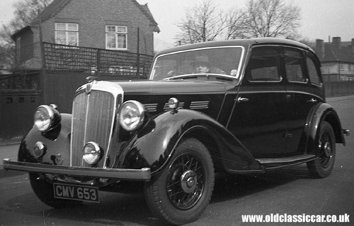 A thirties Morris saloon