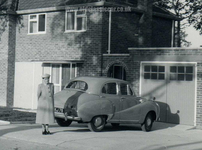 Domestic garages in britain in the 1920s to the 1960s for Classic uk house