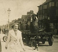1930's beer lorry