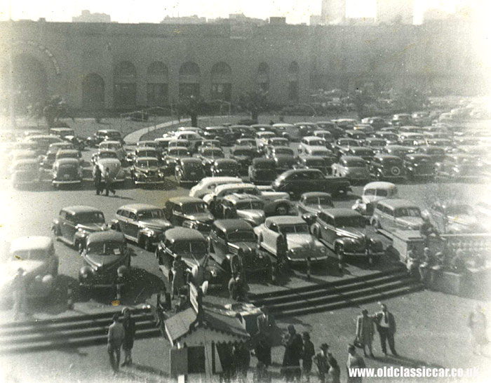 An American car park in the 1930s