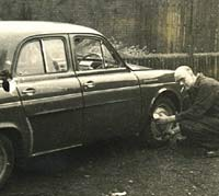 Checking the tyres on a Renault Dauphine