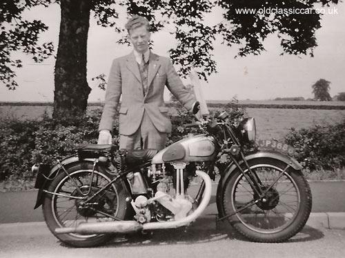 MOTOS en NOIR & BLANC - Page 2 Motorcycle4