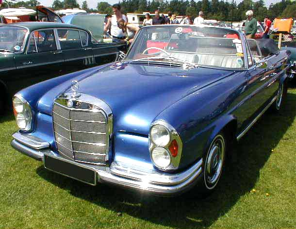 Mercedes Benz 220SE photograph