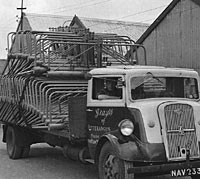A 7V flatbed lorry