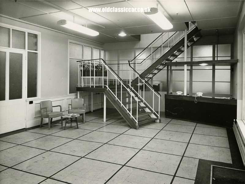Foyer Area Traduzione : Photos of bmc s factory service area at cowley in the