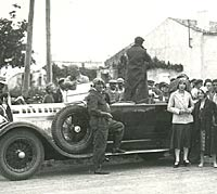 Crowds surround another Delage