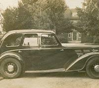 Side view of a pre-war Morris