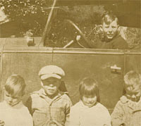 Children from the USA with an old car