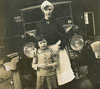 A nurse with child, in front of a taxi