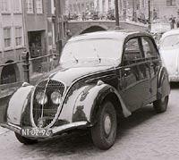 Peugeot 202 car photp