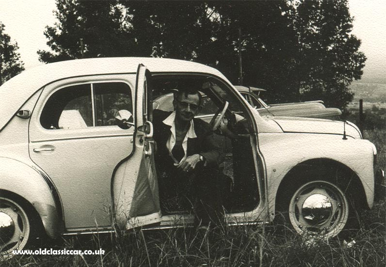 A 760cc Renault 4cv Amp The Japanese 750cc Hino 4cv