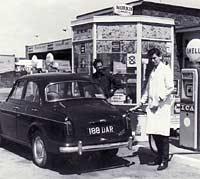 Mk1 Wolseley 1500 & Shell petrol pumps