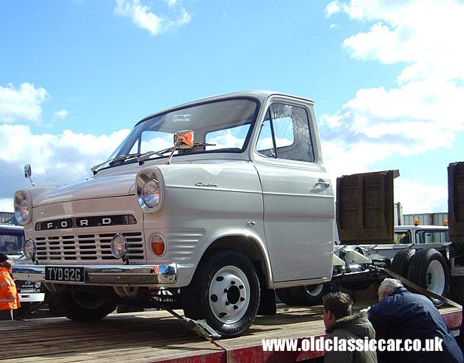 Old Ford Transit Mk1 at oldclassiccar.