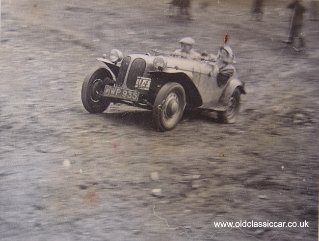 http://www.oldclassiccar.co.uk/photos-racing/128.jpg
